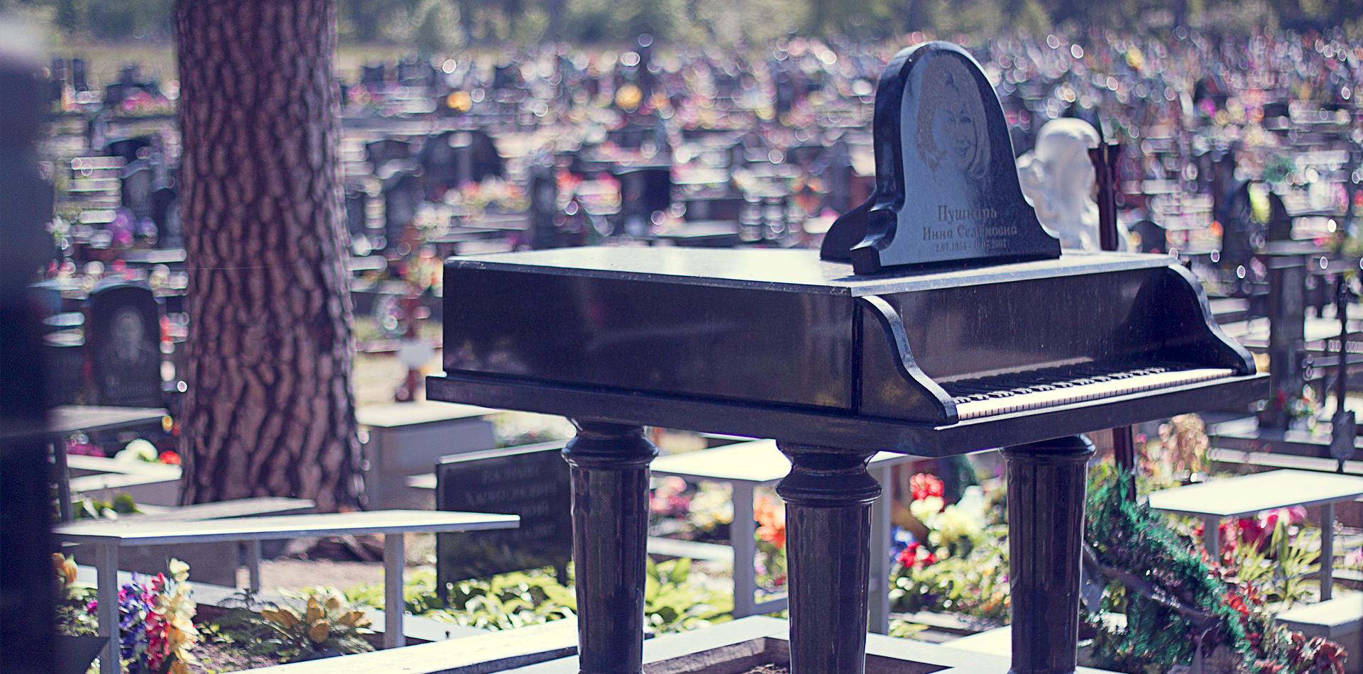 эксклюзивные памятники пианино